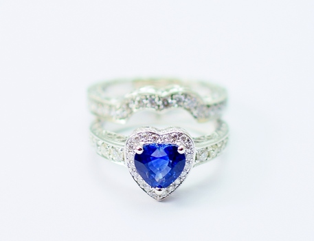 14K White Gold 9.10 Grams 1.00 Carats t.w. Round Diamond Halo Style Engraved Scroll Design Hearth Shape Ring With Hearth Shape Sapphire Center Stone