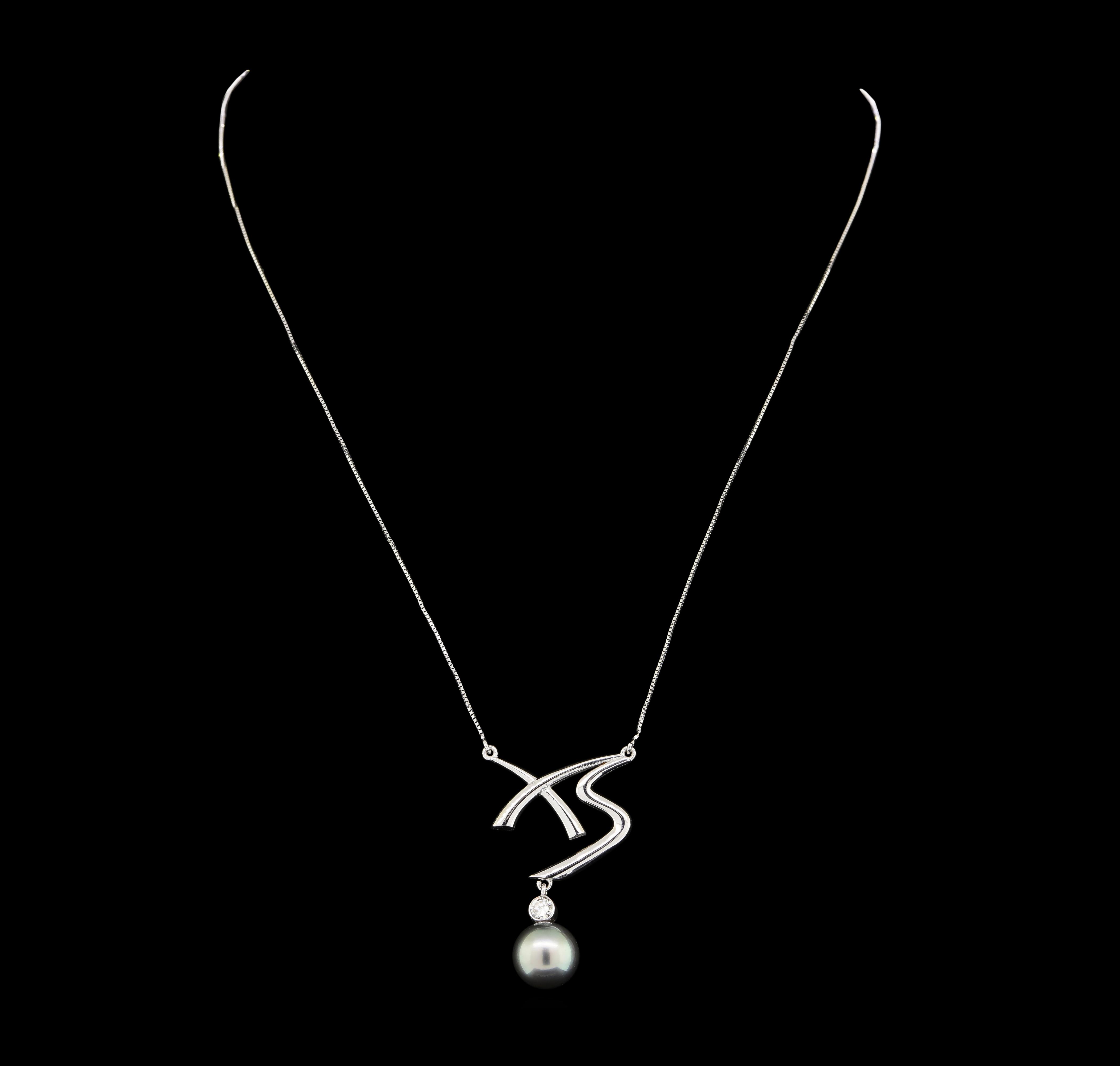 14K White Gold 7 10 Grams Black Pearl and Diamond Lady s Pendant
