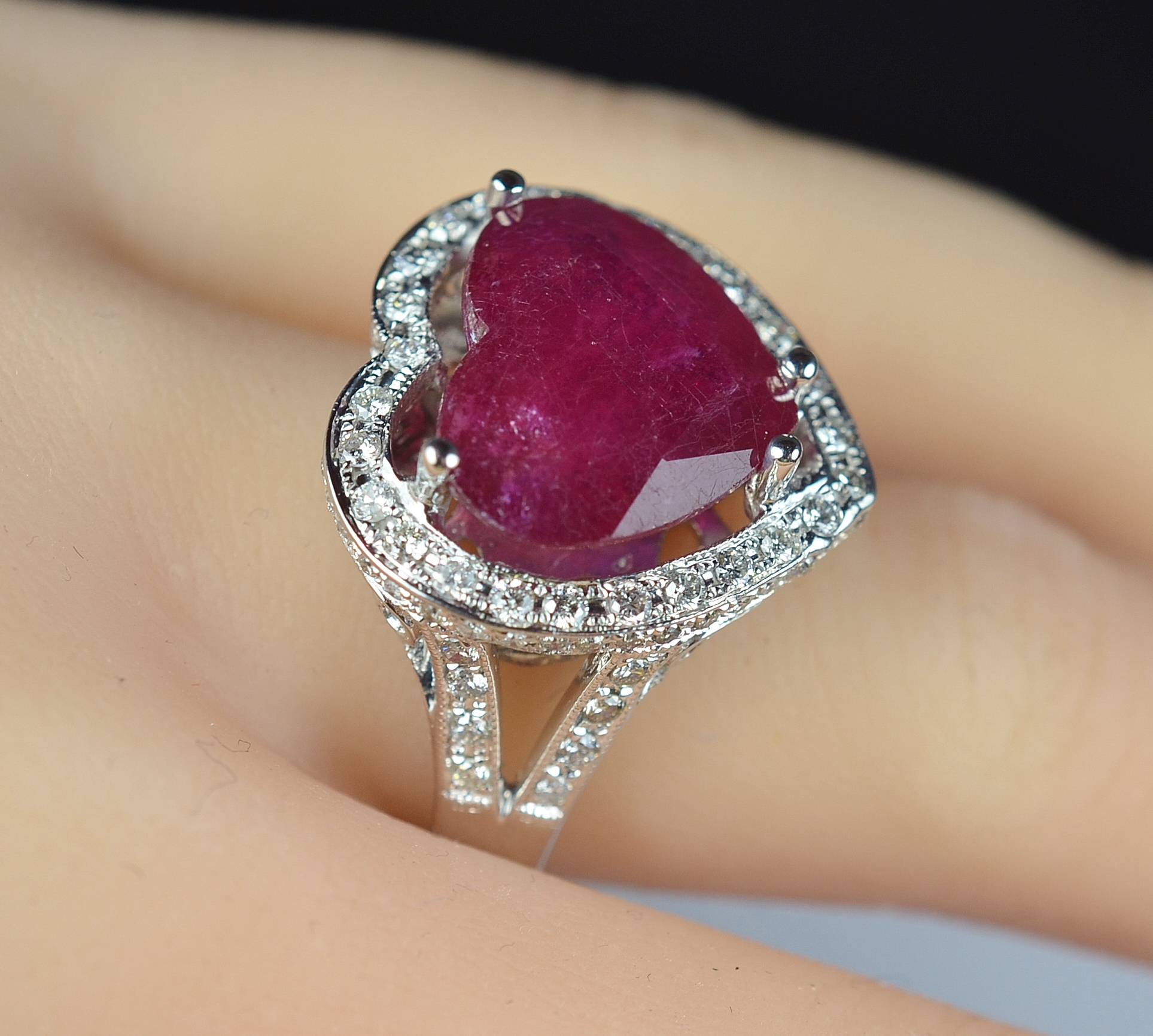 5 764 Retail 18k White Gold Gorgeous Heart Shape Ruby And