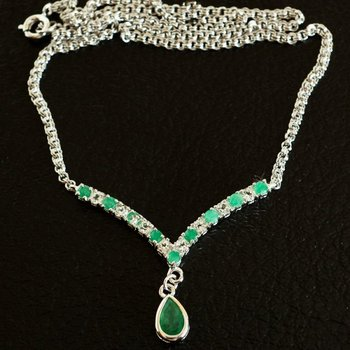 3.20 Cts Green Agate & White Topaz Designer Necklace