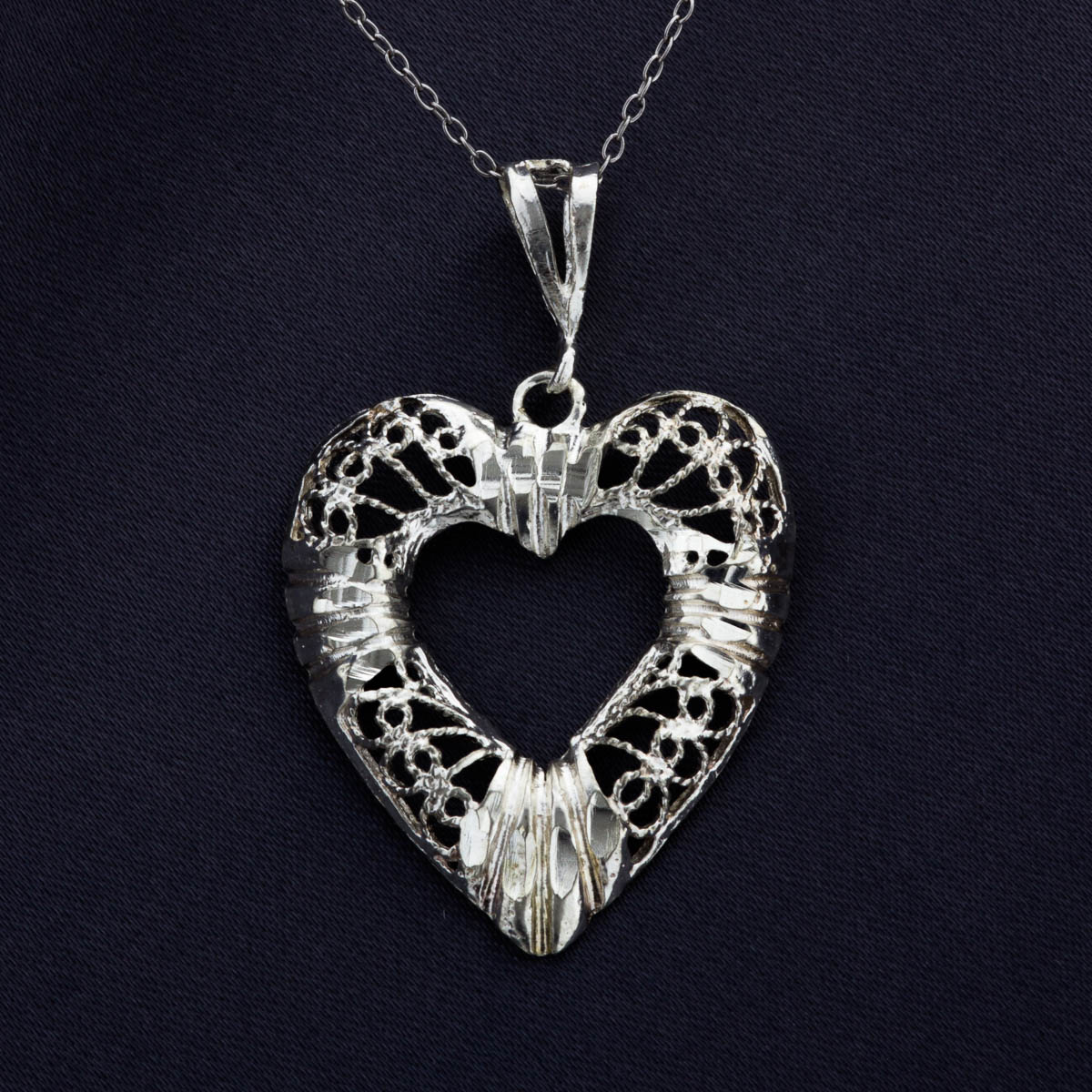Twisted Wire filigree Design Heart Pendant   Property Room