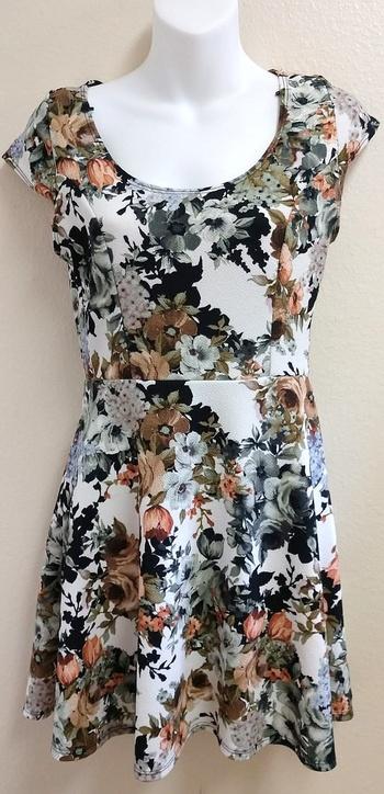 Vibe Women Dress/Blouse, Size Medium