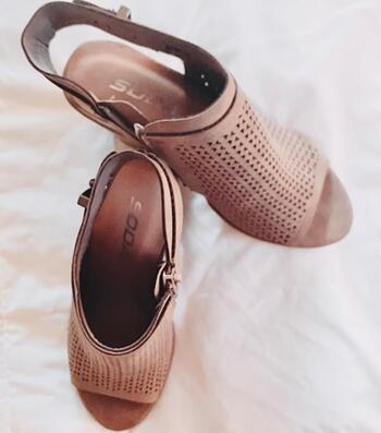 New Ladies Sandals Size 5 1/2