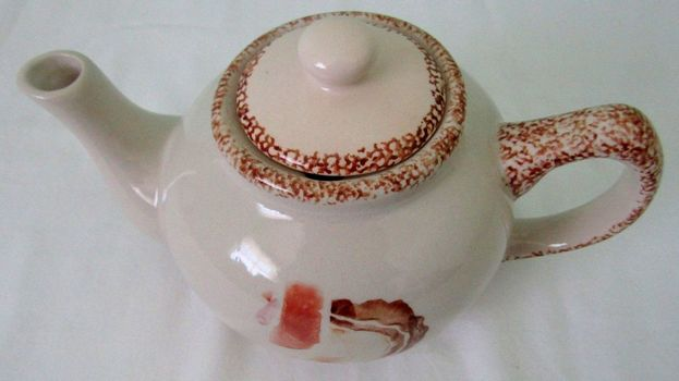 "19"" Circumference Porcelain Hermitage Pottery Loomco Thanksgiving Spongeware Teapot"