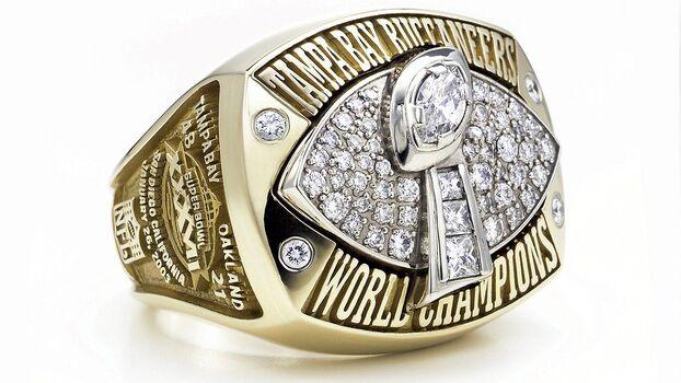 Tampa Bay Buccaneers Super Bowl XXXVII Replica Ring Size 10