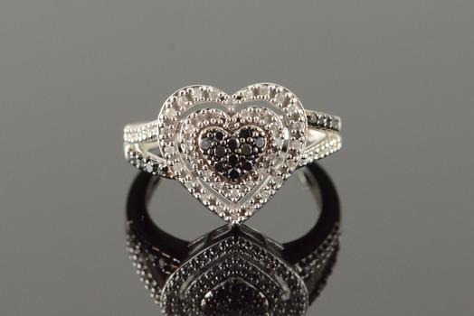 10K 0.50 CTW Black White Heart Pave White Gold Ring, Size 6.75