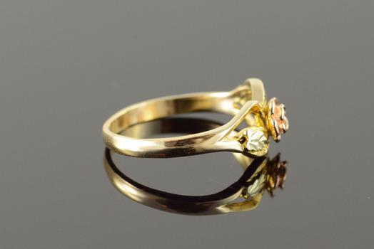 10k 2 5g Black Hills Tri Color Rose Flower Yellow Gold Ring Size 7 5 Property Room