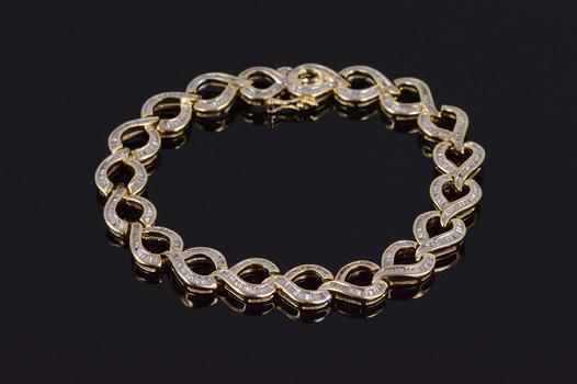 "10K 9.12 Ctw Diamond Baguette Channel Inset Loop Yellow Gold Bracelet 7.1"""