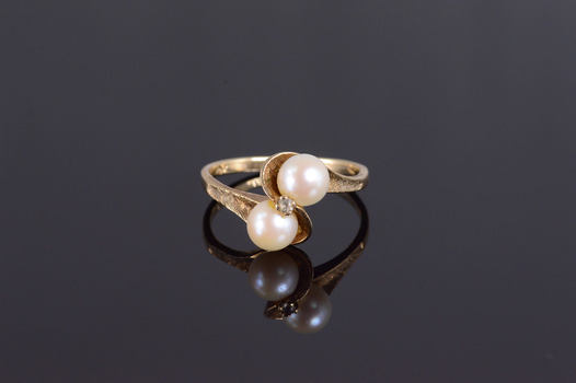 10K Cultured Pearl Textured Wavy Bypass Yellow Gold Ring, Size 6