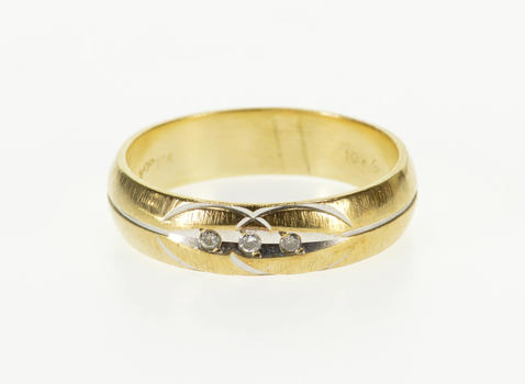 10K Diamond Grooved Circle Design Men's Band Yellow Gold Ring, Size 10.75