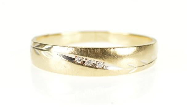 10K Diamond Leaf Vine Pattern Wedding Band Yellow Gold Ring, Size 9.25