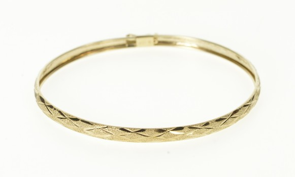 10K Pitted Checkered Pattern Oval Bangle Yellow Gold Bracelet 7.25""
