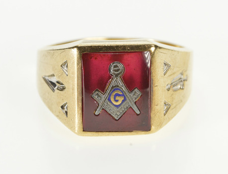 10K Retro Masonic Sim. Ruby Inset Men's Signet Yellow Gold Ring, Size 11.25