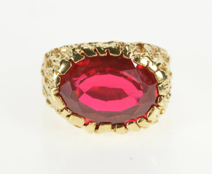10K Retro Oval Syn. Ruby Textured Design Cocktail Yellow Gold Ring, Size 7.5
