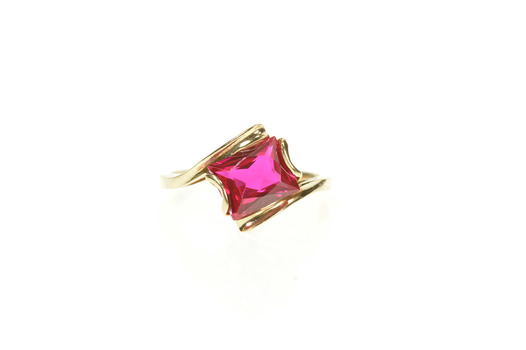 10K Retro Syn. Ruby Solitaire Freeform Bypass Yellow Gold Ring, Size 6