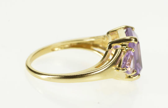 10K Three Stone Amethyst Cocktail Fashion Yellow Gold Ring, Size 7