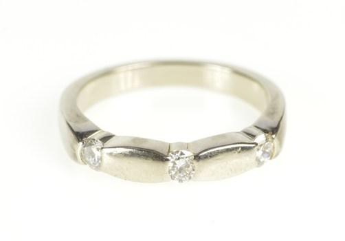 14K Diamond Inset Simple Wedding Band White Gold Ring, Size 5.25