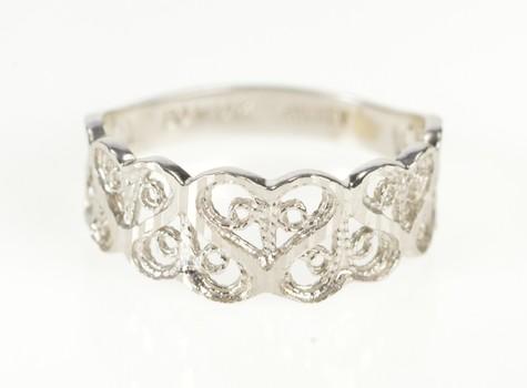 14K Retro Heart Filigree Pattern Graduated Band White Gold Ring, Size 4.75
