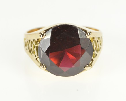 14K Round Garnet Solitaire Fashion Cocktail Yellow Gold Ring, Size 5.75
