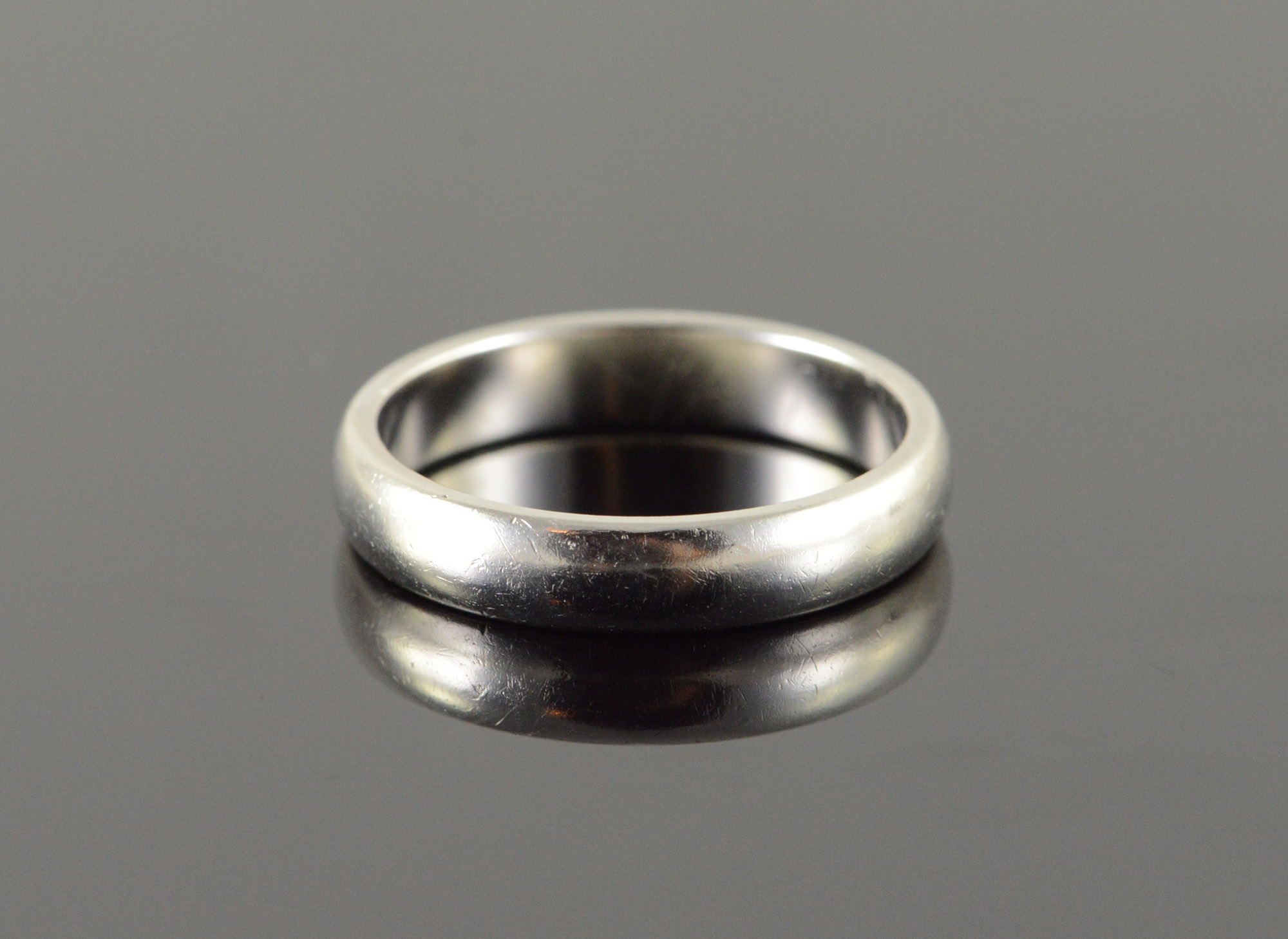 d98c3861f 10.2g Platinum Tiffany & Co 4.5mm Plain Wedding Band Men's Ring, Size 10.5