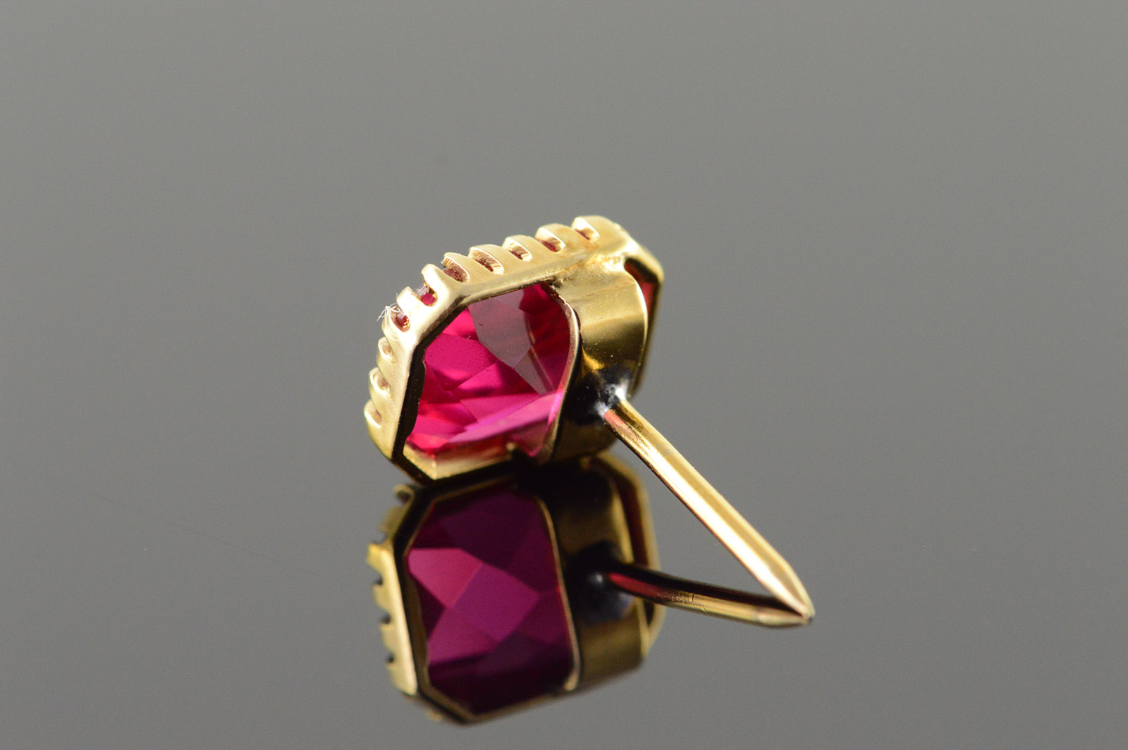 2041eea89f3d 10K 10x9mm Red Stone Tie Tack Yellow Gold Pin/Brooch   Property Room