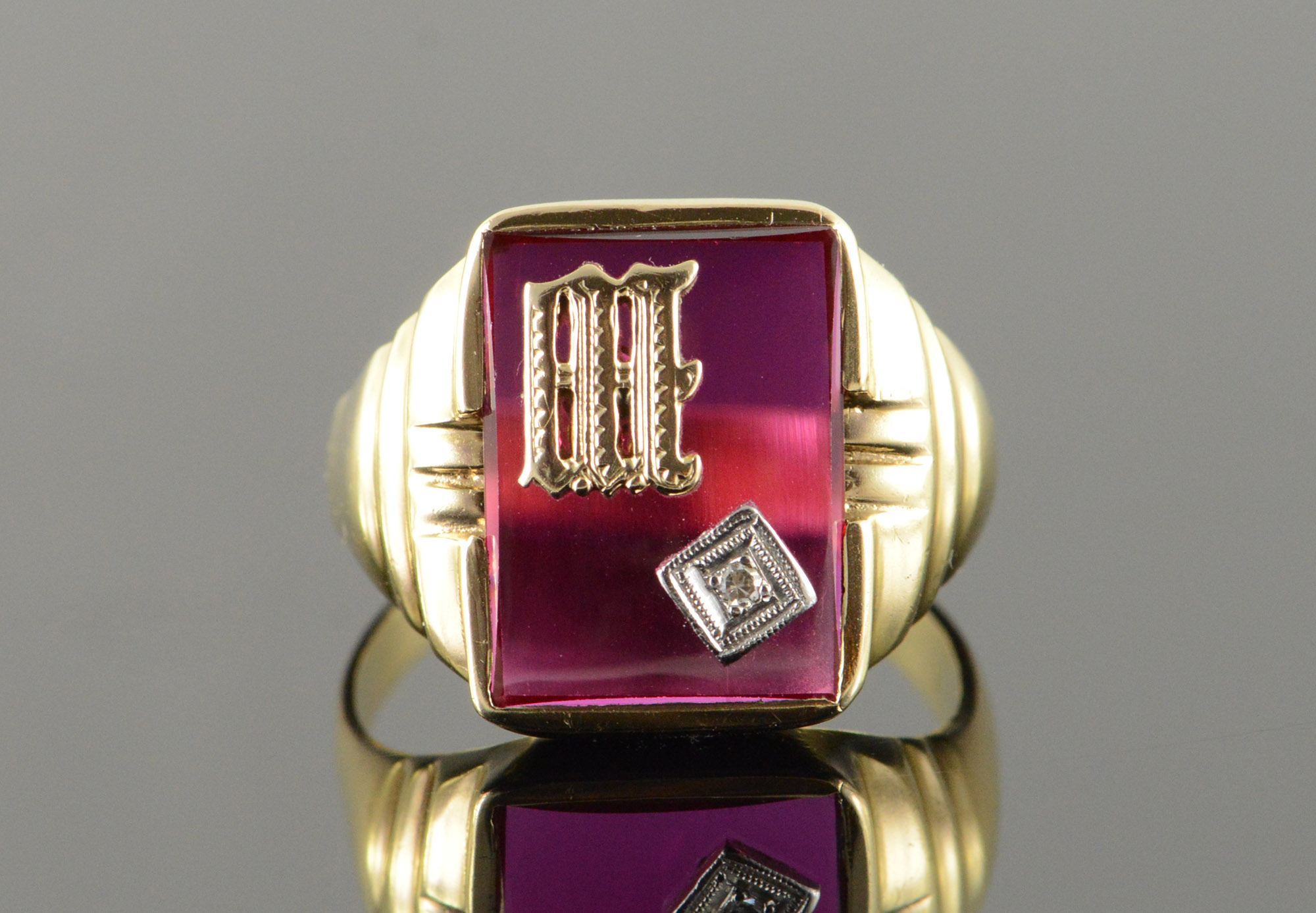 10k 6 5g m w red stone inset diamond monogram initial letter men u0026 39 s yellow gold ring  size 11 5