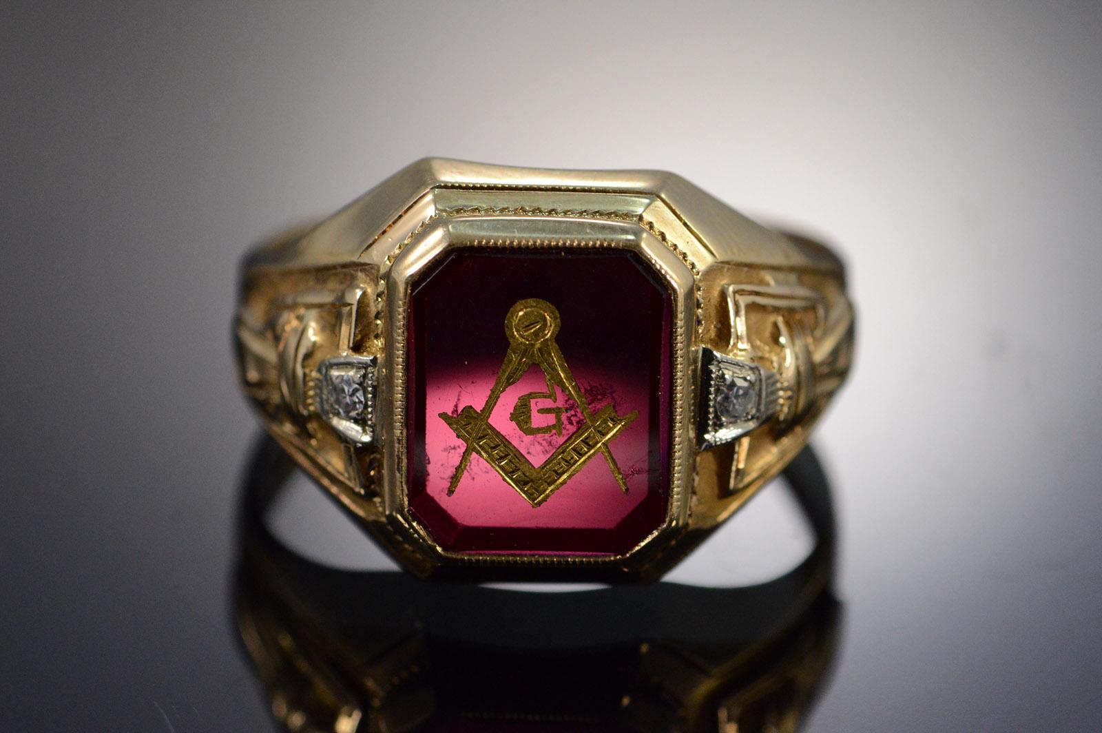 10K 6 8g Vintage Masonic Emblem Imitation Ruby & Diamond Yellow Gold