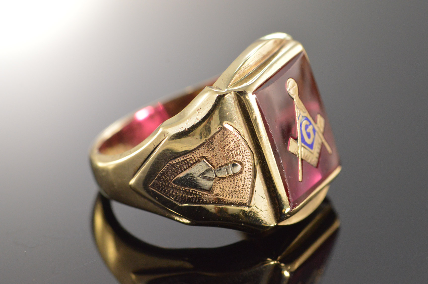 10k 9 3g Red Synthetic Spinel Inset Mason Masonic Emblem
