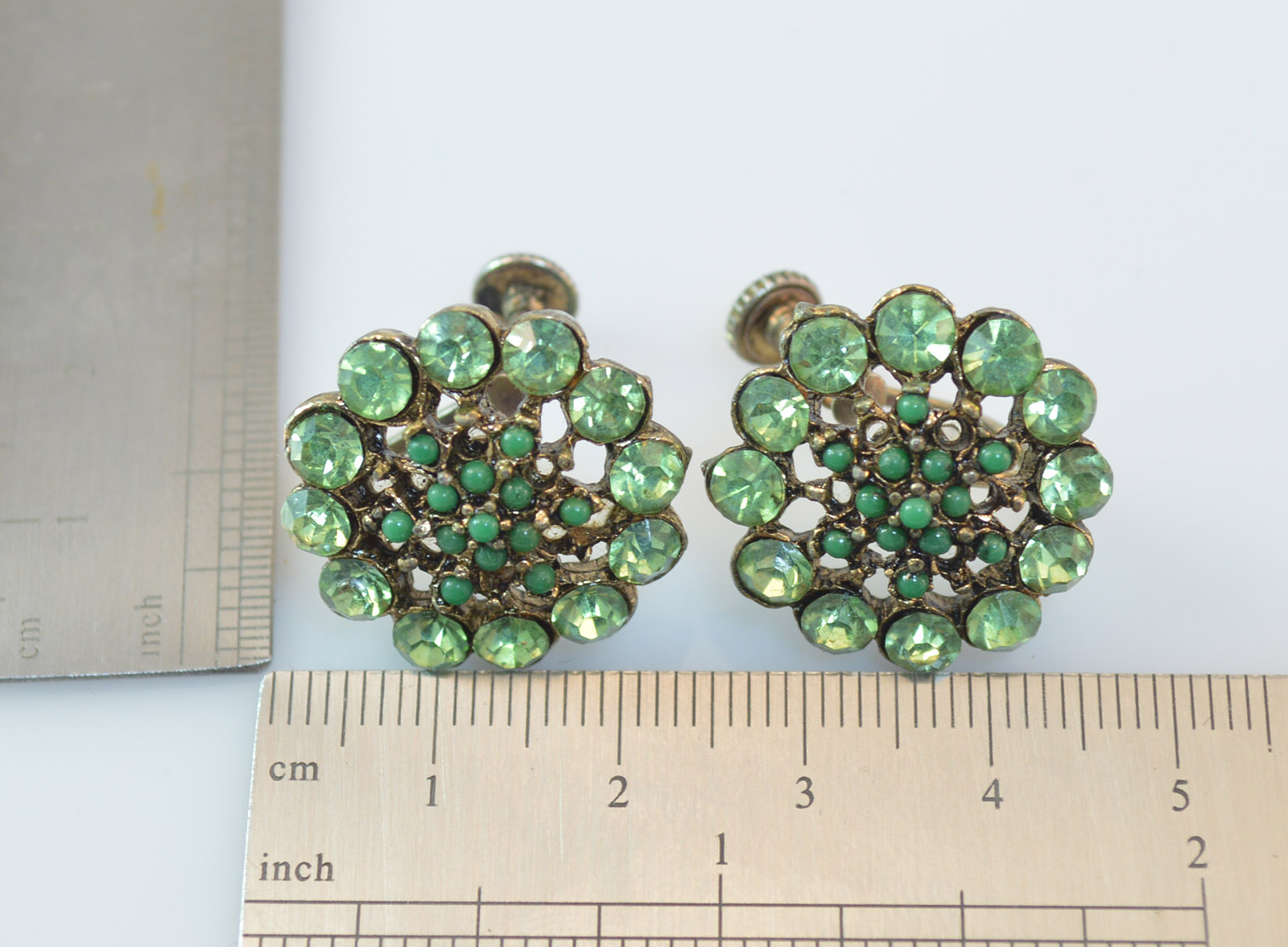 c2f875e33 12.4g Vintage Green Stone Screw Back Clip On Earring   Property Room