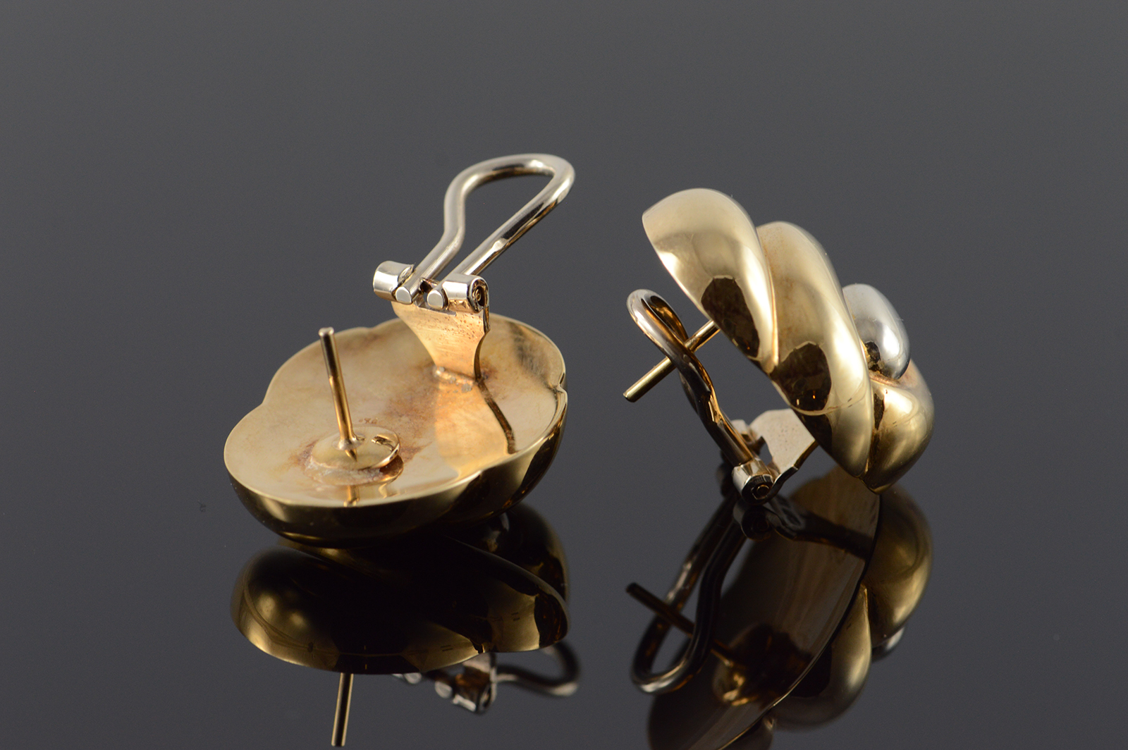 14k Hollow Scallop Puffy French Clip Yellow Gold Earrings