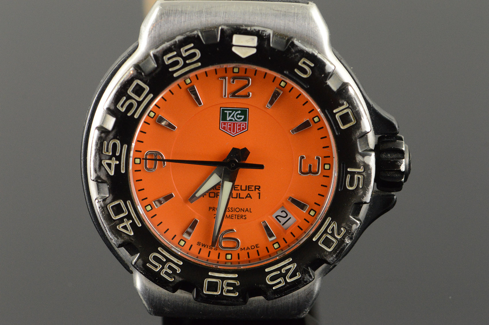 34mm Rare Orange TAG Heuer Formula 1 Quartz Professional 200m ... 829e22ec23