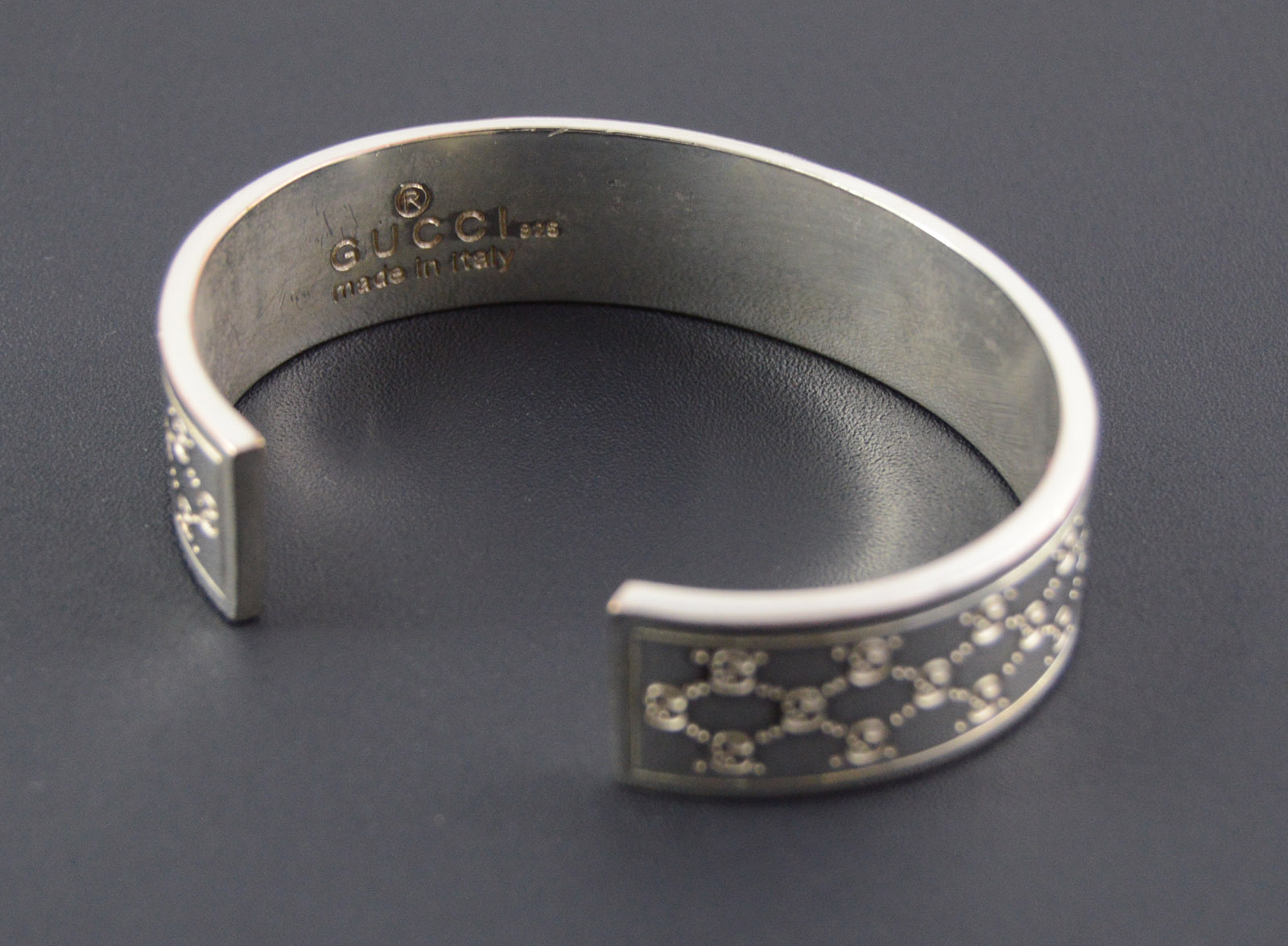 45 9g Solid Silver Gucci Patterned Cuff