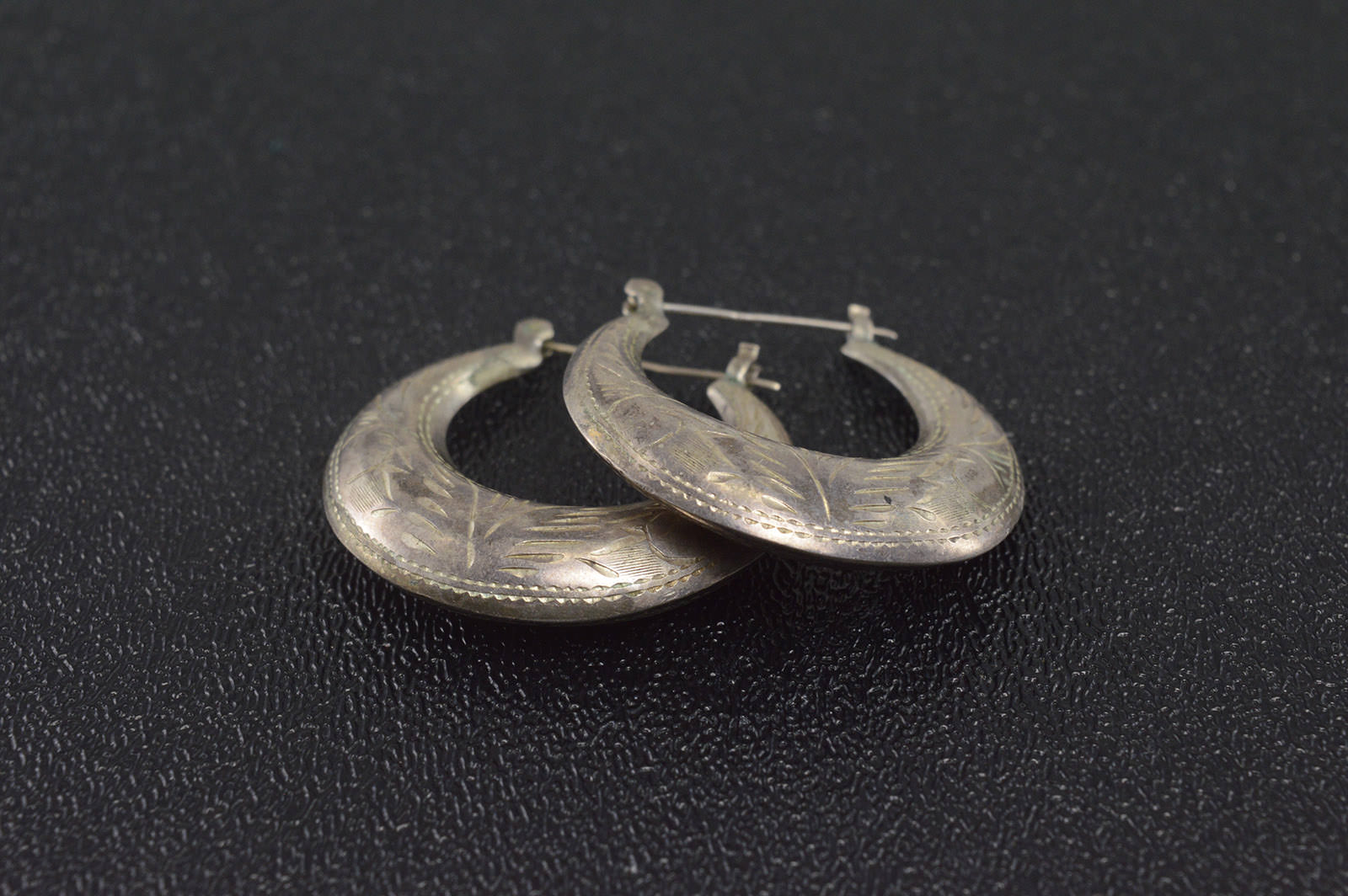 8g Solid Silver Sterling Earrings Marked 925