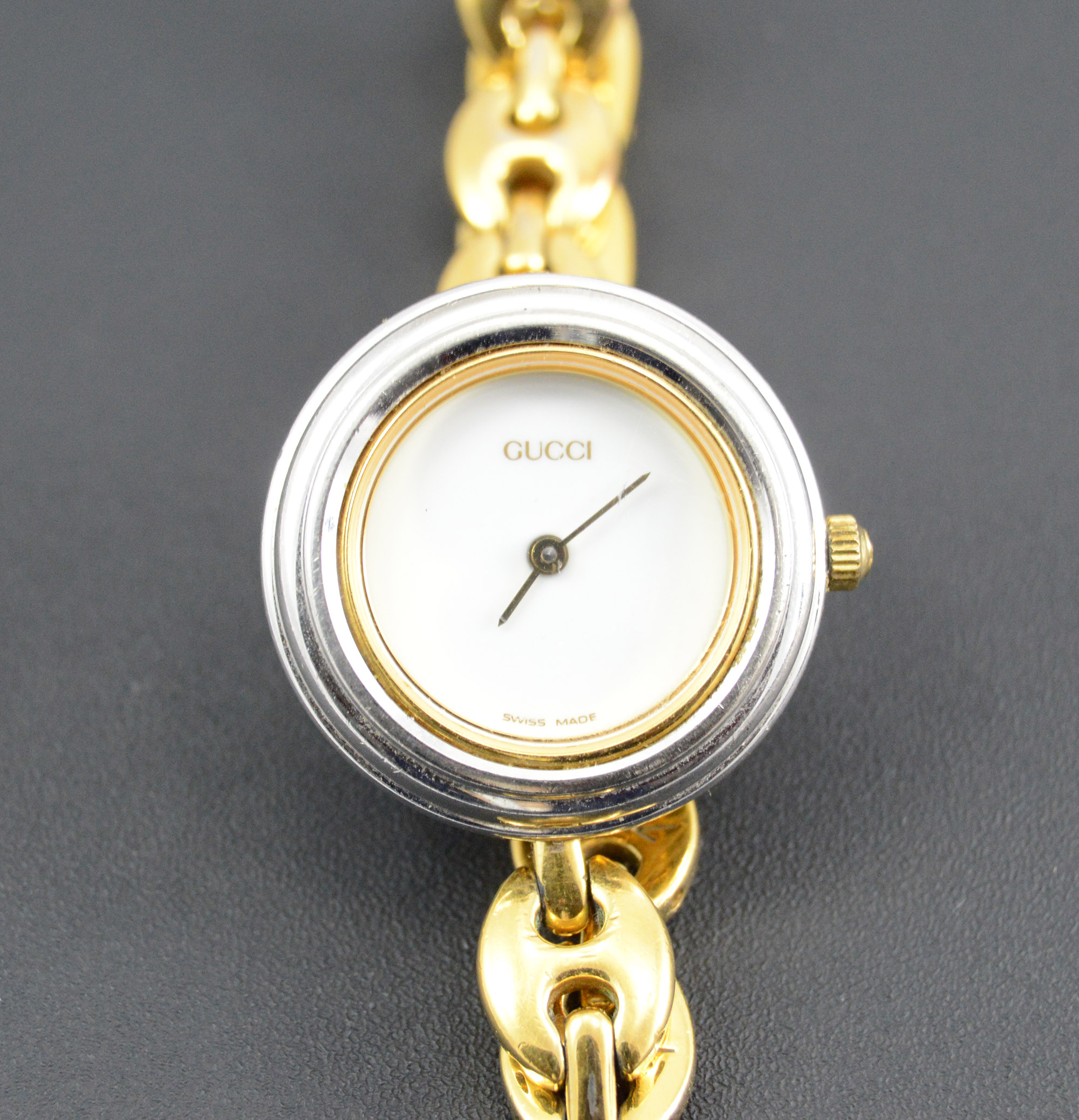 c01ffb59e2b Gucci Gold Plated Fancy Chain Round Interchangable 17.6mm Face Ladies  Vintage Wrist Watch With Box