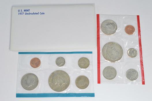 1977 Uncirculated U.S. Mint Set - 12 Coins P&D Including 2 Eisenhower Dollars