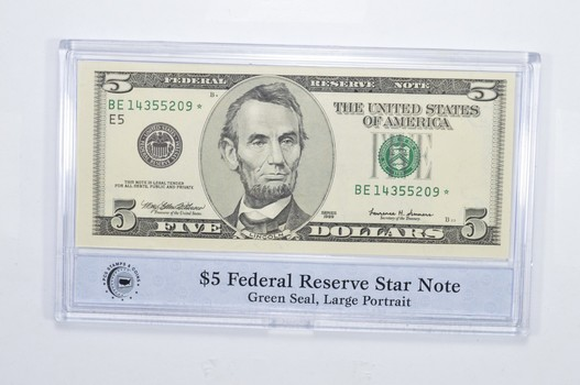 Encased U.S. Currency - 1999 $5 Federal Reserve Star Note Green Seal, Large Portrait PCS - Neat!