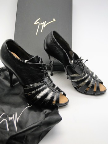 GIUSEPPE ZANOTTI Black Leather Katia Plato Sandal Stiletto Heel 9