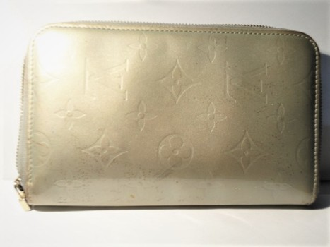 Louis Vuitton Wallet Vernis Zippered Value $700.00