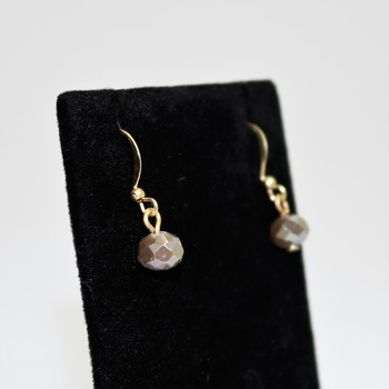 Faceted light gray bead gold tone earrings