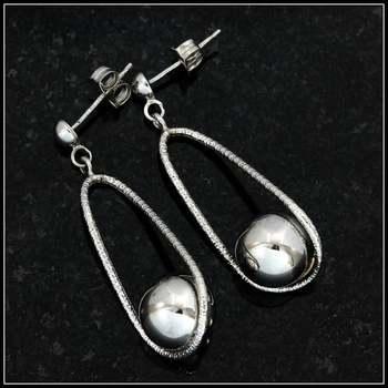 10k White Gold 36mm Long Earrings