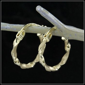 10k Yellow Gold, 0.8 Grams Hoop Earrings