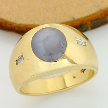 14kt Yellow Gold - 3.00ct Oval Cut Star Sapphire, 0.10ct Baguette Cut Diamond VS1 G Ring; Size: 8