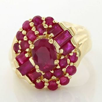 14kt yellow Gold 3.25ct Round/Baguette cut Ruby Ring; Size 5