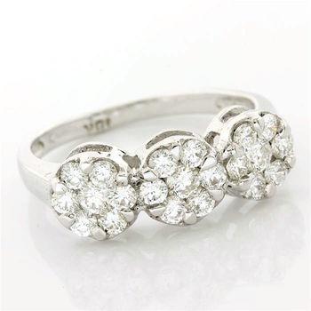 18 kt. White Gold 0.93ctw Diamond Ring Size 7.5