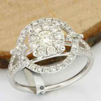 18kt White Gold 0.89ct Round Brilliant/Marquise Cut Diamond Ring; size 6.75