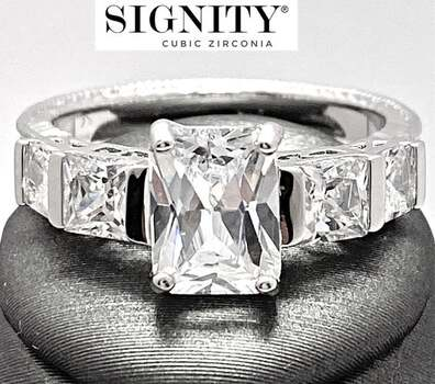 "Celebrity Jewelry Collection .925 Sterling Silver, 2.15ctw ""SIGNITY STAR"" Cubic Zirconia  Ring Size 7"