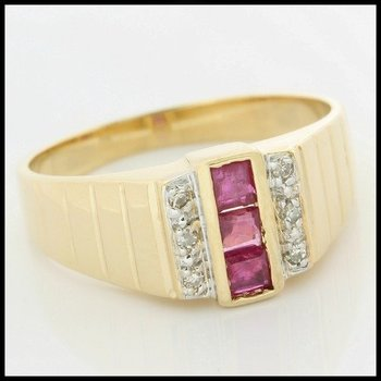 Solid 10k Yellow Gold, 0.30ctw Genuine Ruby & 0.03ctw Genuine Diamonds Ring size 9