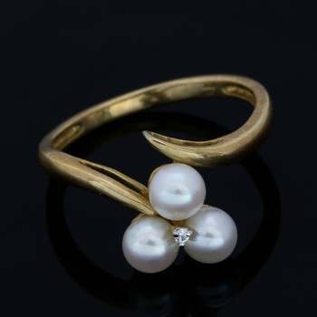 Solid 10k Yellow Gold, 4mm Genuine White Pearl & 0.01ctw White Sapphire Ring Size 6.5