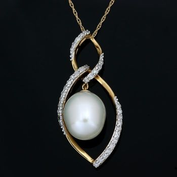 Solid 14 kt Yellow Gold, 0.25ctw Genuine Diamond & 9mm Akoya Pearl Necklace with pendant