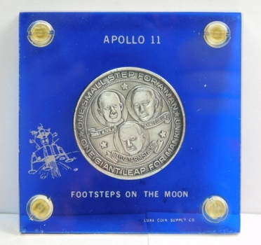 Apollo 11 Commemorative Coin/Medal - First Men On The Moon - Armstrong, Aldrin, Collins